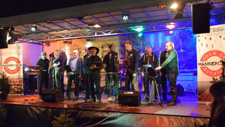 """Der Norderstedter Männerchor """"Rock on Shalom"""" sorgte am Nachmittag für mitreißenden Sound auf der Bühne"""