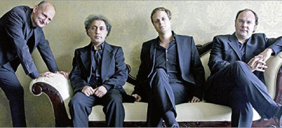 Edouard Tachalow (Violine), Johannes Huth (Kontrabass), Jakob Neubauer (Bajan), Christian Schulz (Gitarre)