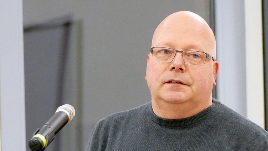 In seiner Eigenschaft als Vorsitzender des Finanzausschusses brachte Dirk Salewsky (Grüne) den Haushalt ein