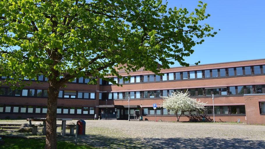 Aus dem Quickborner Rathaus heraus soll ab 2021 auch die 70 km entfernte Gemeinde Ascheberg verwaltet werden.