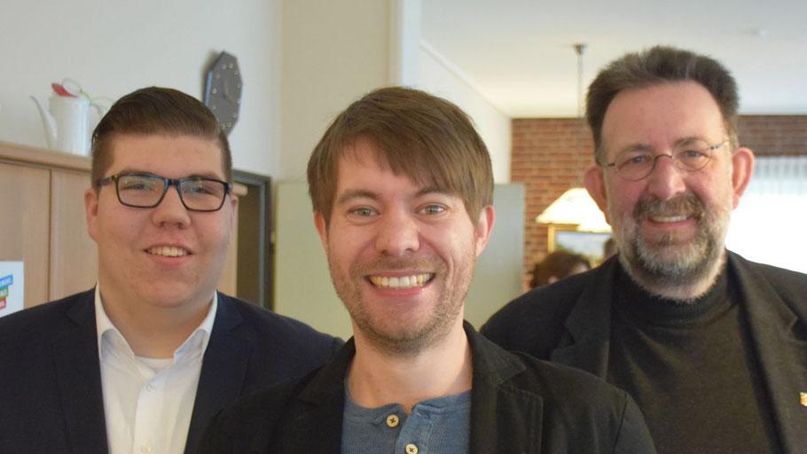 Der Ortsvorsitzende Jens-Olaf Nuckel (r.) und der stellvertretende Ortsvorsitzende Tom Lenuweit freuten sich über den Besuch des Landtagskandidaten Helge Neumann (M.)