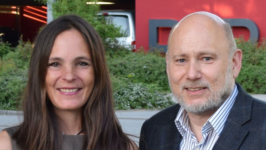 Die FDP-Fraktionsvorsitzende Annabell Krämer und Vize-Chef Thomas Beckmann fordern Bürgermeister Köppl auf, sich auf Quickborn zu konzentrieren