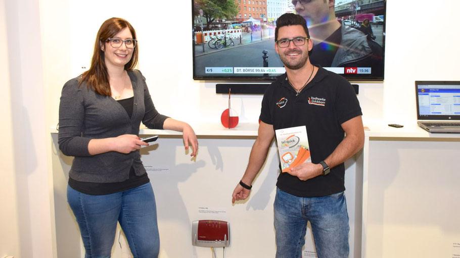 """Jeannine Müller stellte das neugestaltete Kundenzentrum vor, Patrick Wulf informierte über die Möglichkeiten des """"Smart Home"""""""