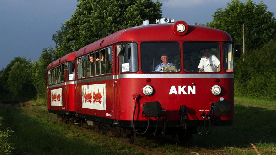 Ein seltenes Bild in Quickborn: Der historische Schienenbus der AKN