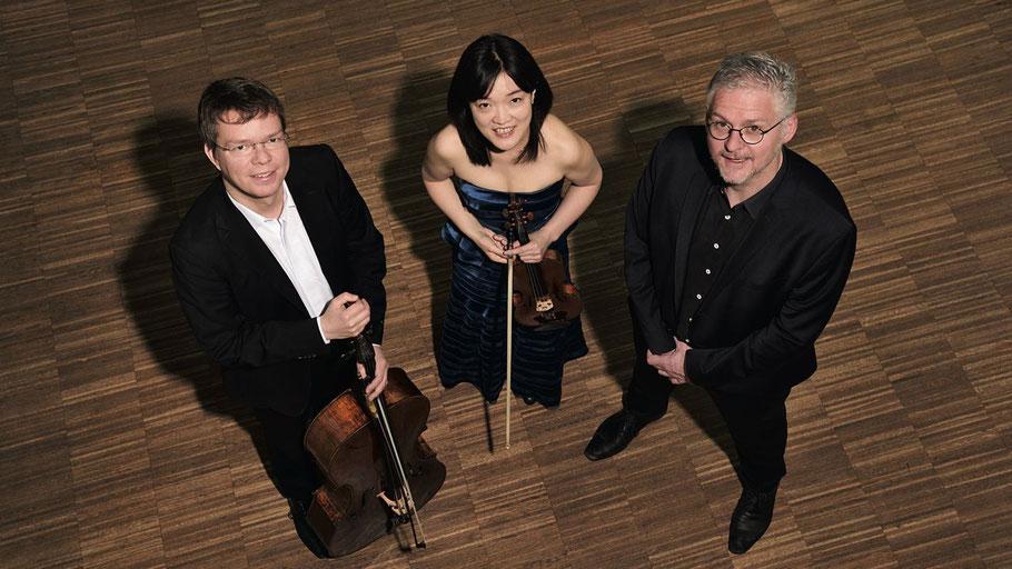Das Hamburg Trio: Ulrich Horn (Violoncello), Mitsuru Shiogai (Violine) und Eberhard Hasenfratz (Klavier)