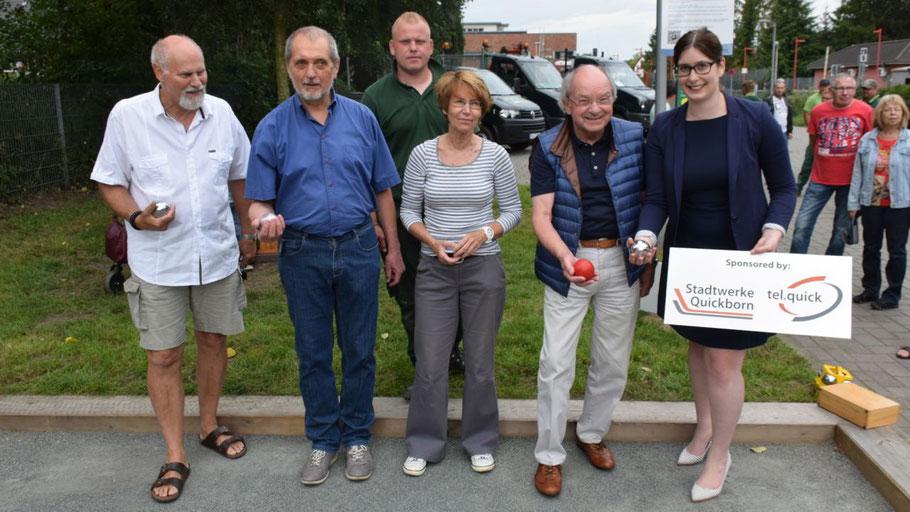 Thomas Dänecke, Heinrich F. Kut, Justin König, Birgit Hesse, Johannes Schneider und Jeannine Kuper eröffneten offiziell die Boule-Bahn.