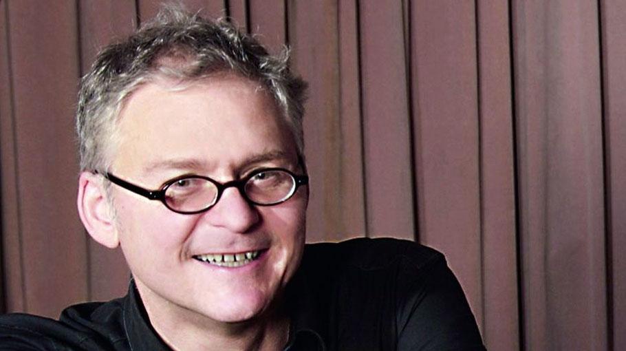 Heimspiel für Eberhard Hasenfratz: Der Vorsitzende der Freunde der Kammermusik  gestaltet den Liederabend am Klavier mit