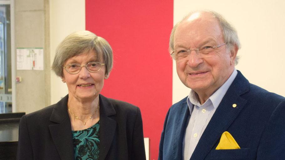 Johannes Schneider (1. Vorsitzender) und Irene Lühdorff (2. Vorsitzende)  stellen erste Termine für Veranstaltungen vor.