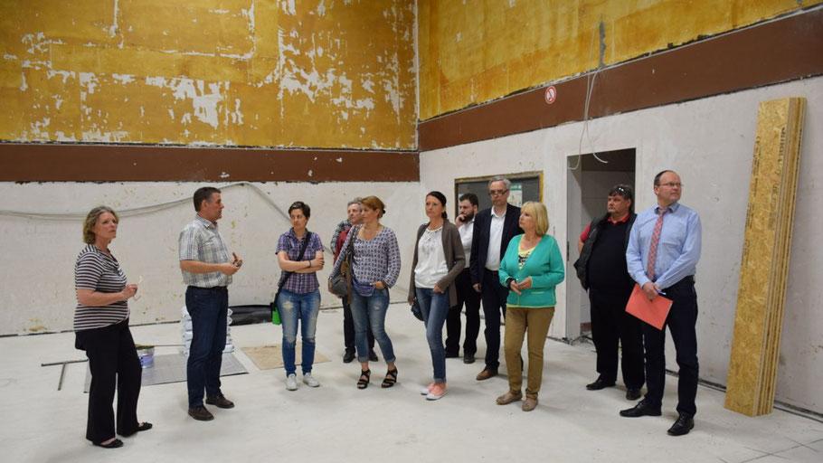 Zu Beginn der Sitzung informierte Fachbereichsleiter Ralf Gercken den Ausschuss über den Stand der Sanierungsmaßnahmen bei der Sporthalle.