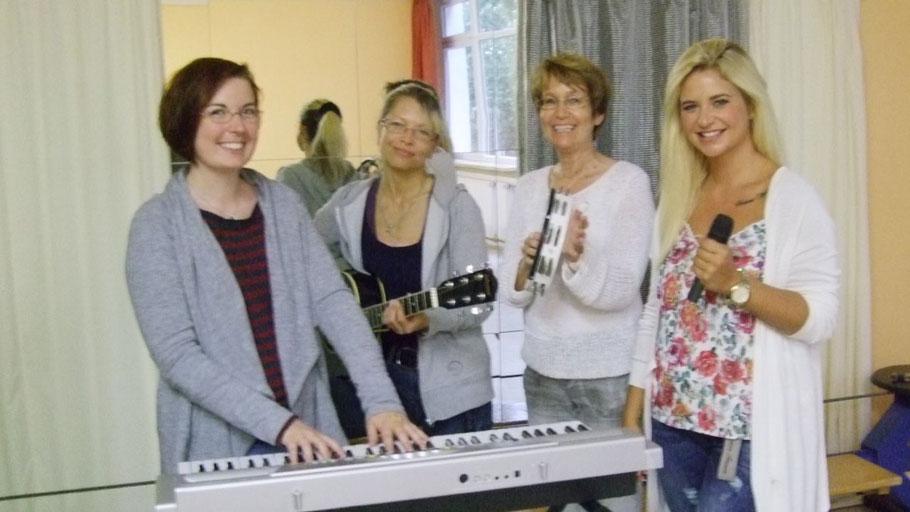 Hannah Gleisner, Kathrin Trappberger, Birgit Hesse und Vanessa Valera Rojas haben sich auf den Workshop eingestimmt.