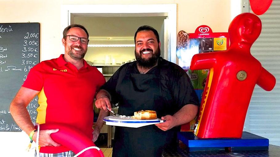 Jan-Christian Paar und Amir Seddighizadeh freuen sich auf viele Gäste,die Geld in die Spendenkasse bringen