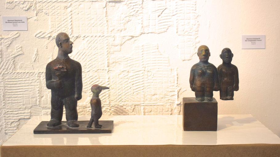 """""""Die Braut kommt von links"""" und """"Der eingebildete Freund"""" (v.l.) heißen diese beiden Arbeiten von Eberhard Szejstecki"""