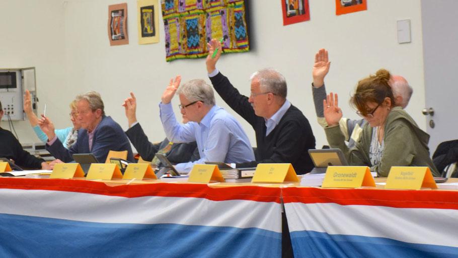 Ein seltenes Bild: Die SPD-Fraktion stimmt geschlossen gegen einen Antrag der CDU-Fraktion