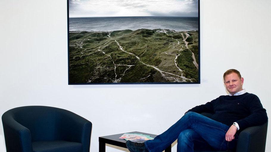 Der Fotograf Florian Peter Forker zeigt seine Arbeiten in den Räumen der VHS Quickborn.