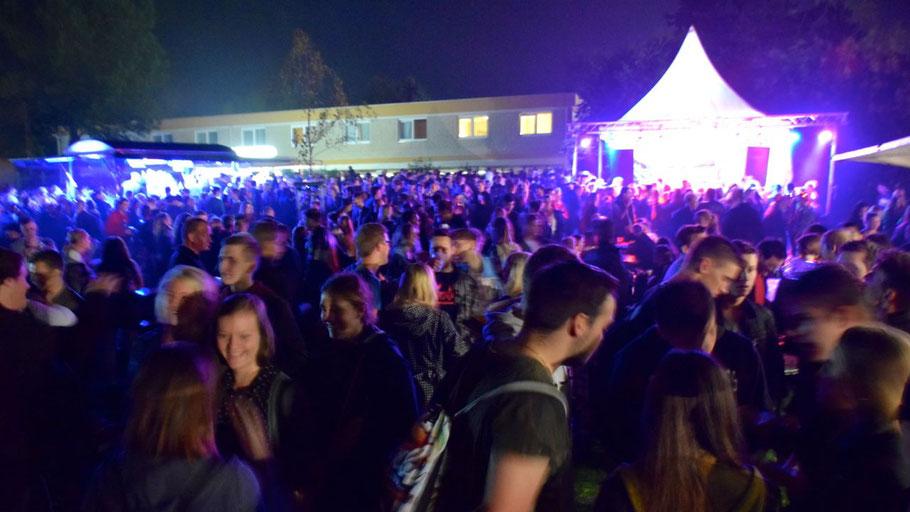 Es war einmal: In diesem Jahr werden sich die Jugendlichen nach dem Feuerwerk nicht an der Musikbühne treffen können