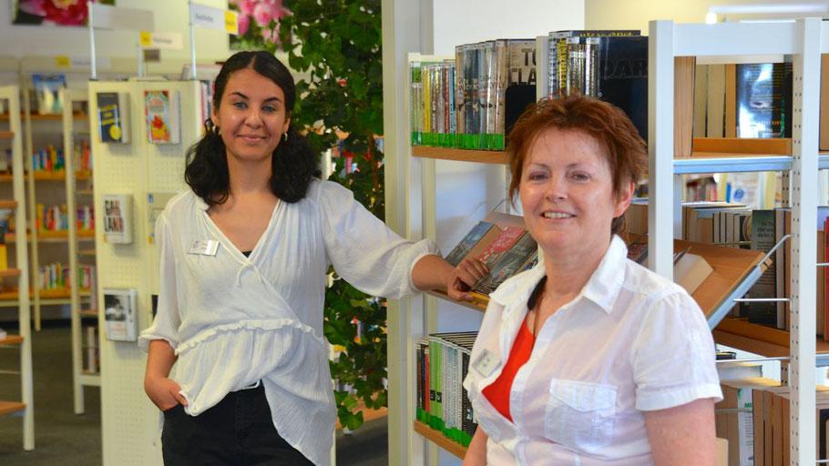 Emine Ulusan und Kristina Preiß (v.l.) führen jetzt die Stadtbücherei Quickborn