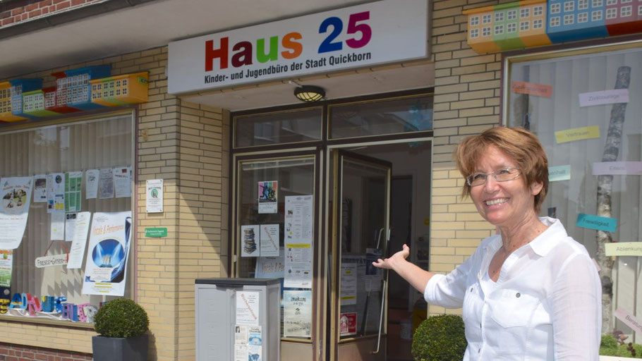 Stadtjugendpflegerin Birgit Hesse freut sich, dass hier im Haus 25 künftig Mitarbeiterinnen des Kreis-Jugendamtes für Beratungsgespräche zur Verfügung stehen.