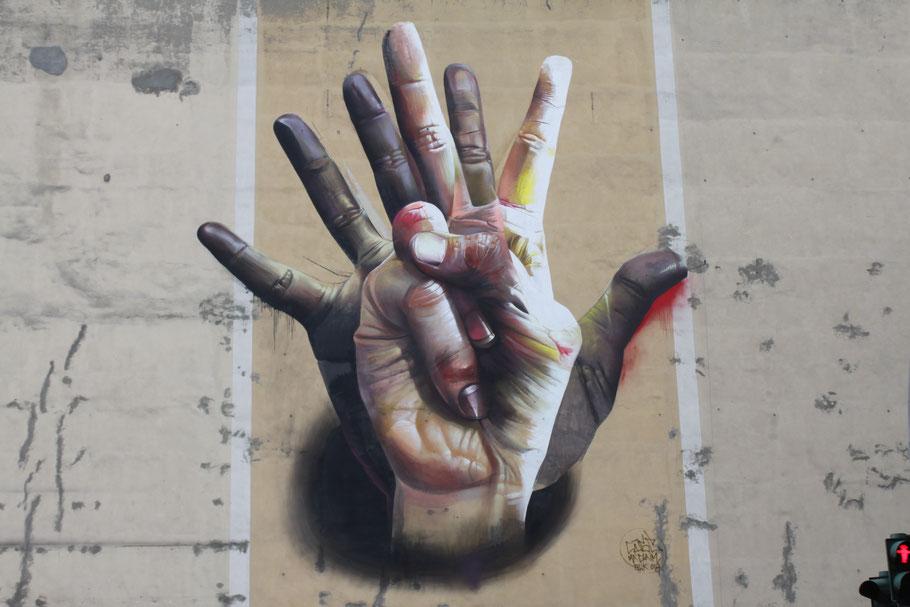 Under the hand, Case, Mitte.