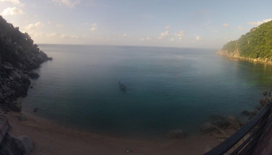 Mango Bay, à l'ombre et déserte...Bizarre.