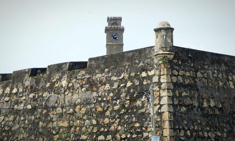Rempart du Fort et son horloge