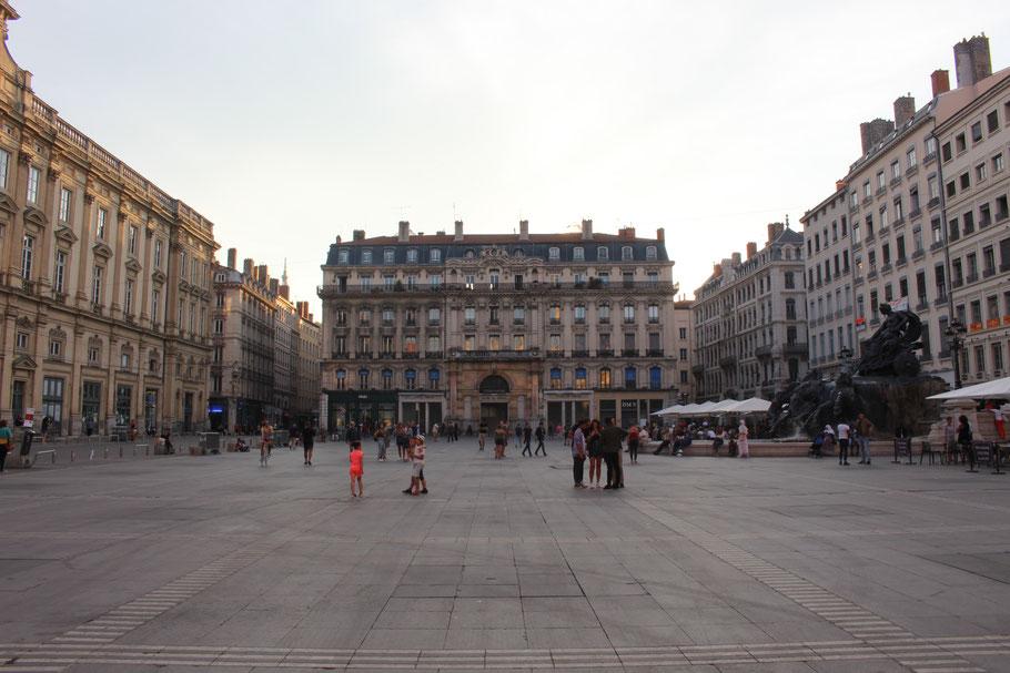 Place des Terreaux et fontaine Bartholdi, Lyon.