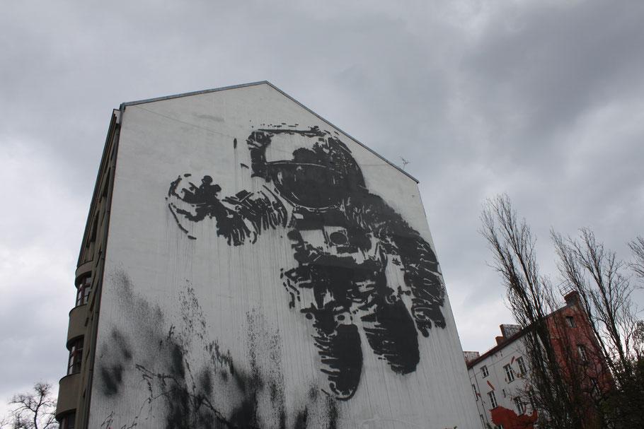 Astronaut, Victor Ash, Kreuzberg.