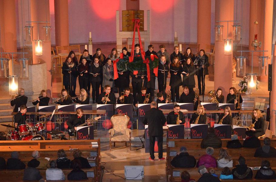 """Die Bigband Nandlstadt & der Chor """"AuerVoices"""" mit """"Swingende Weihnacht"""" in Pöcking.       (c) Bigband Nandlstadt"""