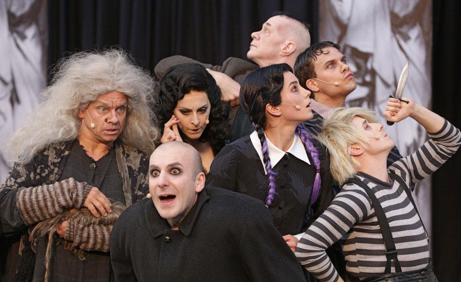 Ganz schön morbide: Die Addams Family © Die Foto-Maus /Hillebrecht