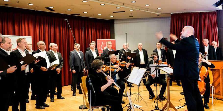 """Chor am 03.11.2019 beim Festkonzert """"20 Jahre Chorleiter Markus Schopf"""""""