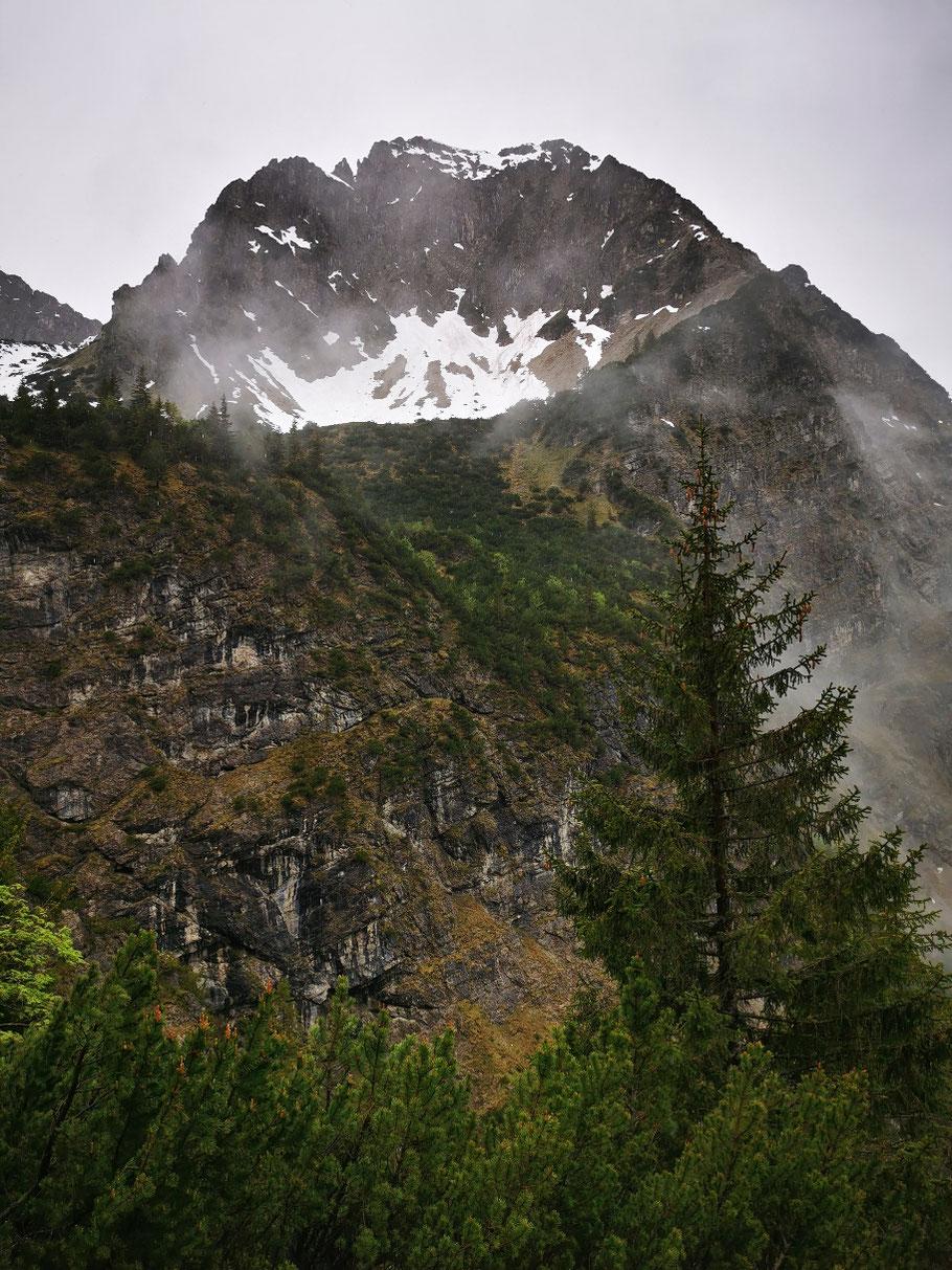Die Nordwand des Rubihorns beim Abstieg ins Tal