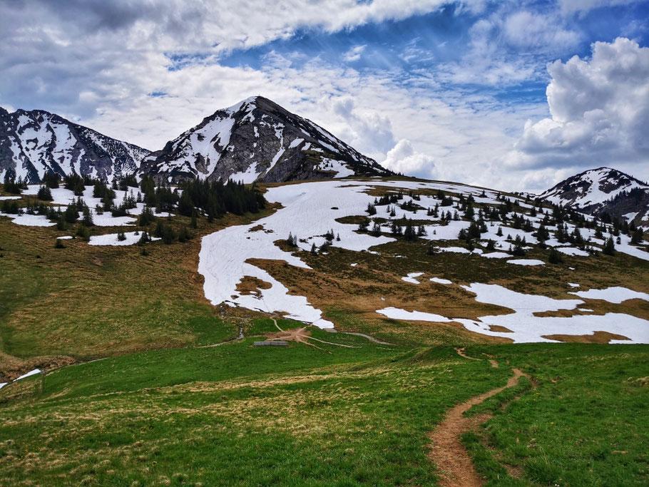 Der Weg auf die Kühgundspitze führt ebenfalls über Schnee