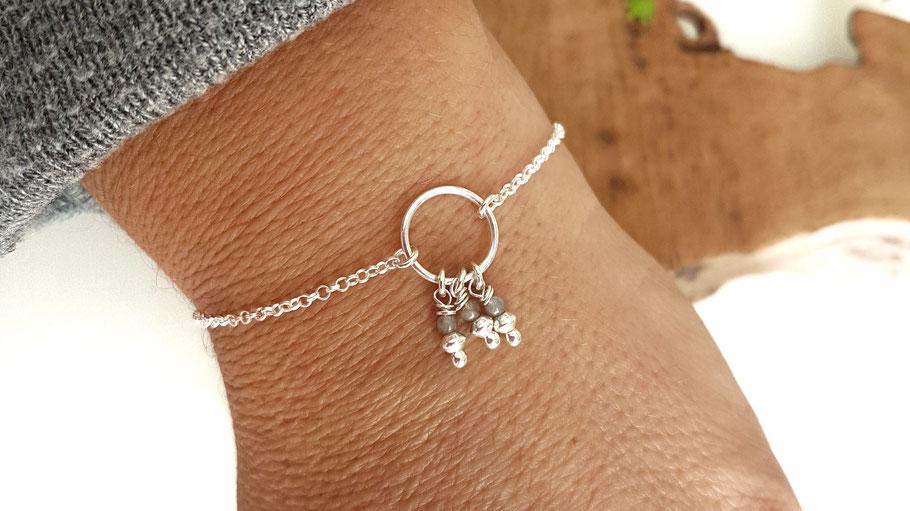 bracelet pour femme en argent et ses petites perles dreamcatcher labradorite protection.