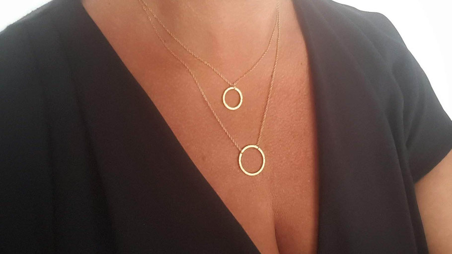 Collier doré anneau ajouré martelé Accumulation colliers
