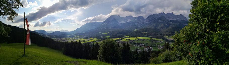 Blick vom Hollenauer Kreuz auf die Region Wilder Kaiser