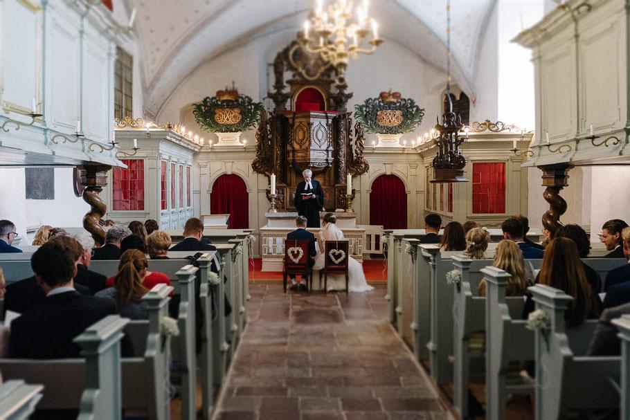 Blick nach vorne Kirche Glücksburg innen