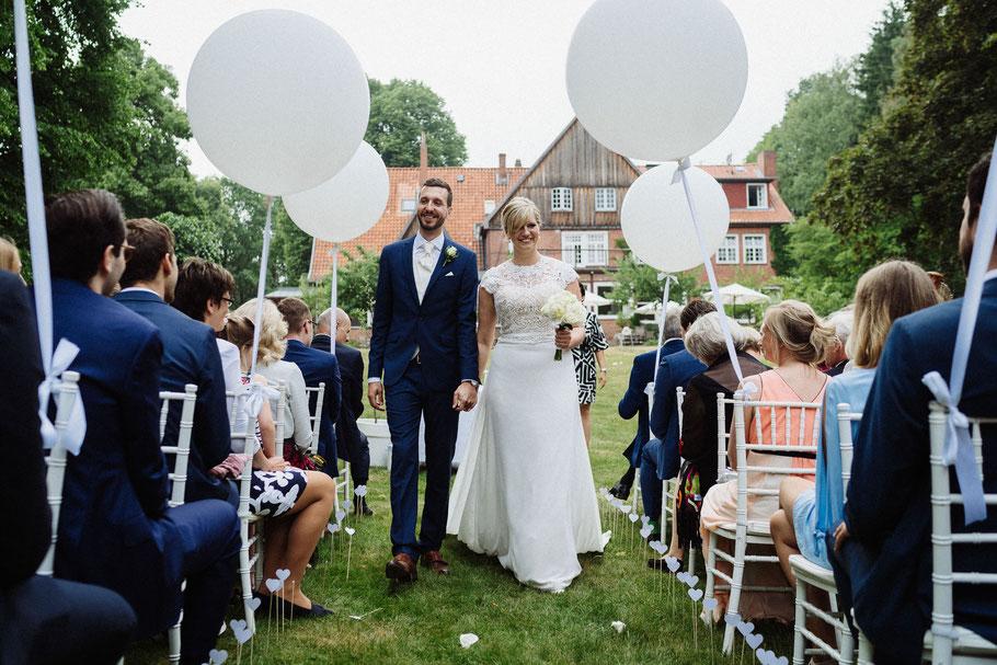 Ausmarsch Brautpaar Hochzeitsfotograf Hamburg Mölln