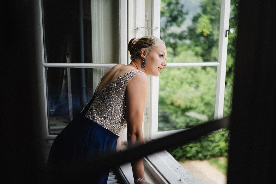 Blond Blick Fenster Kleid Glitzern