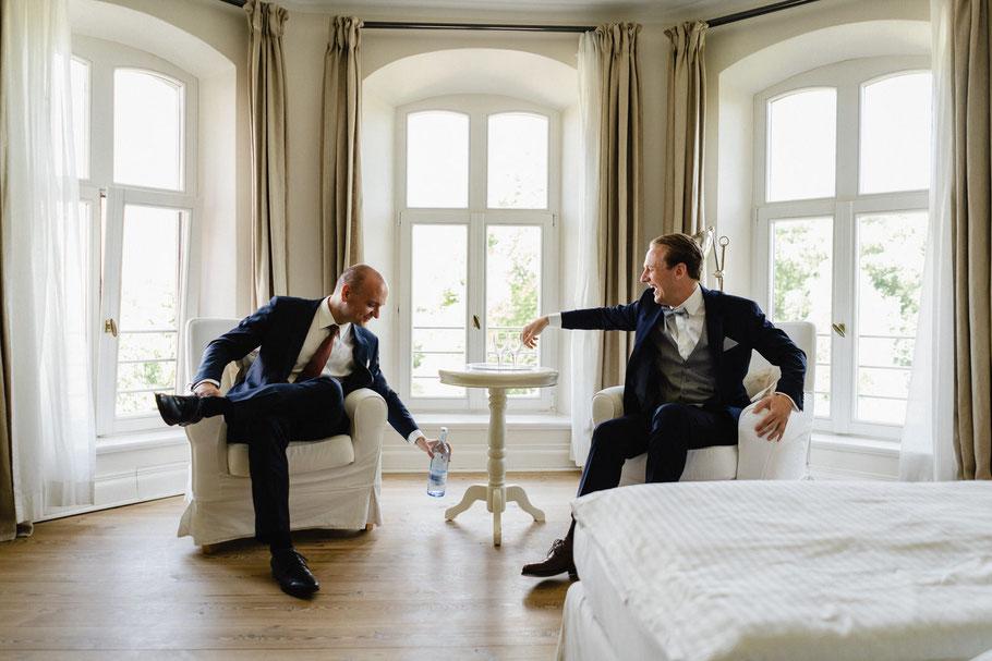 Trauzeuge Fenster Schloss Freude Hochzeit