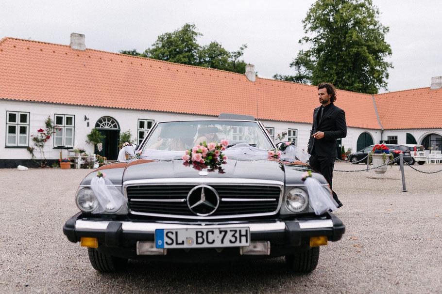 Mercedes 500SL vor Schluss Glücksburg