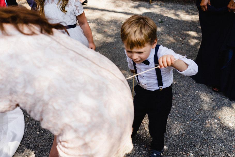 Junge Frau lustig Hochzeit