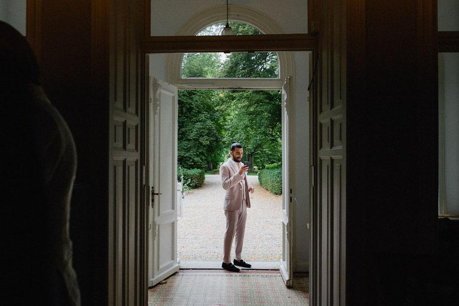 Schick Anzug Rosa Handy Mann