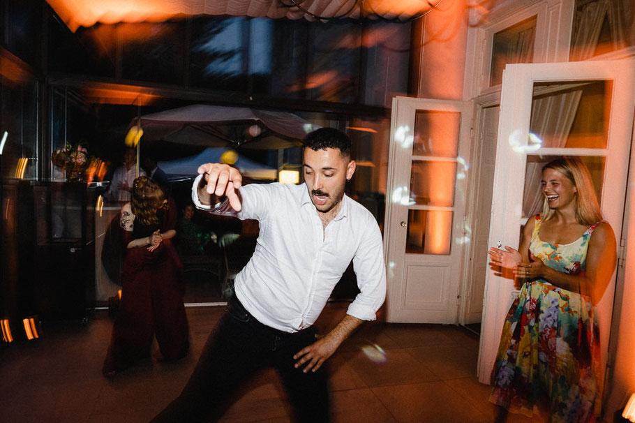 Tanzen Mann schick Hochzeitsbilder
