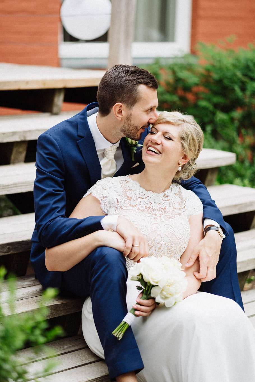 Kuss Brautpaar Treppe