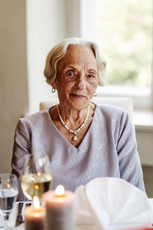 Oma ältere Dame Hochzeit