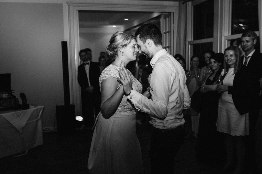 Letzter Kuss Verliebt Paar Hochzeitsfotograf Mölln