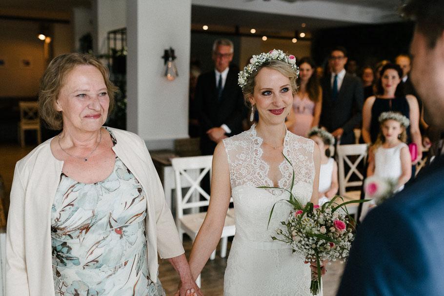 Braut Brautmutter Blick Trauung Hochzeitsfotograf