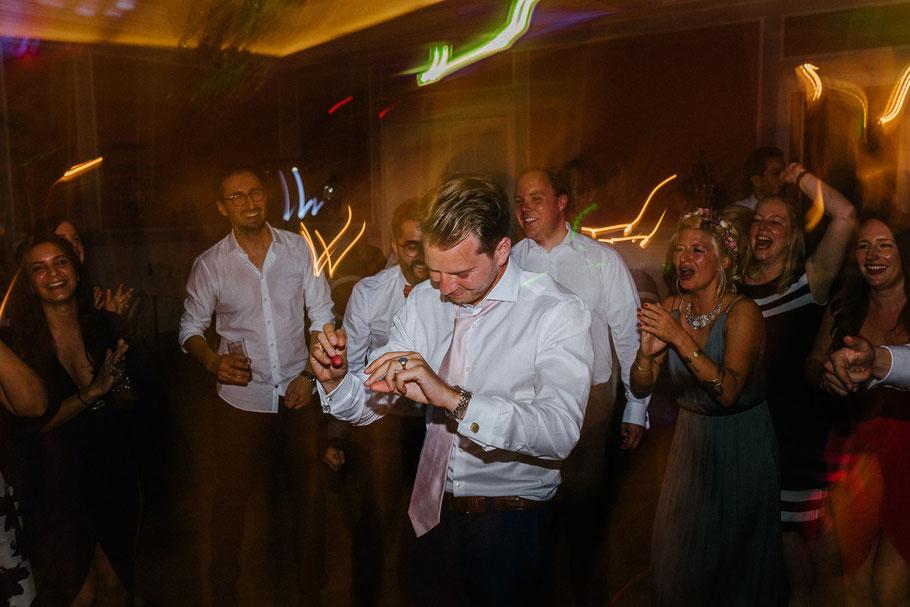 Bräutigam Party Hochzeit Tanzen