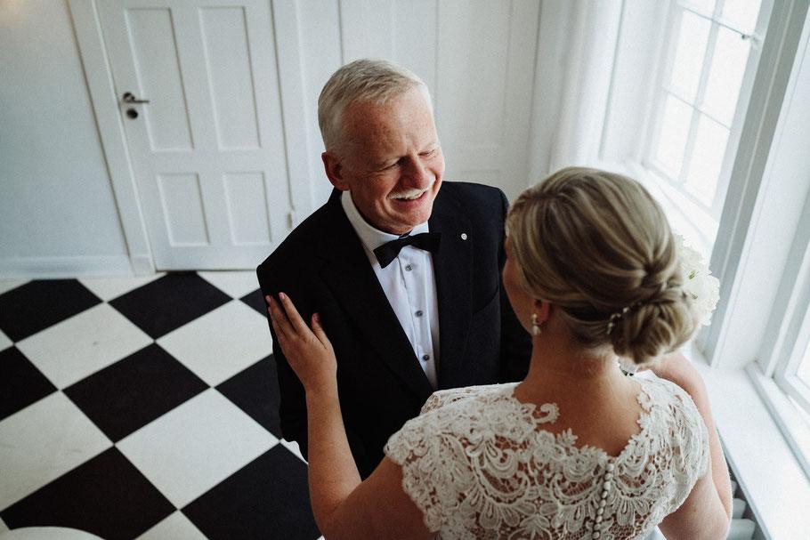 Umarmen Braut Vater Kleid