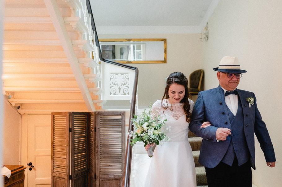 Treppen Braut Hut Mann blau