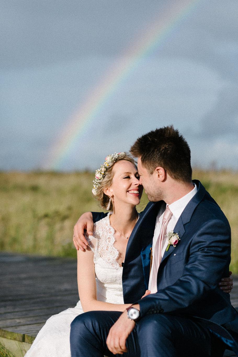 Regenbogen Hochzeit Kuss Fotograf Strand